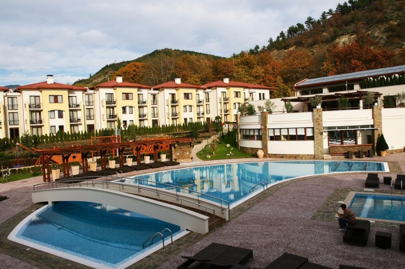 Outside_pools_Pirin_Park_Hotel