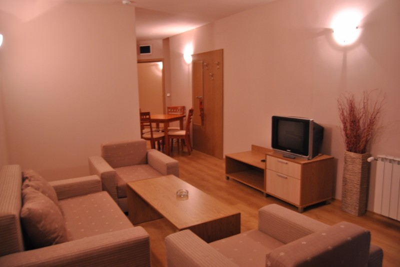 Adeona-Ski-and-SpaA1A2Bedroom-1