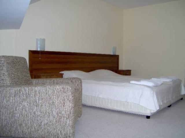 maisonette-bedroom
