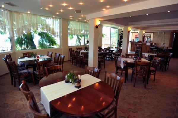 Oasis_hotel_restaurant