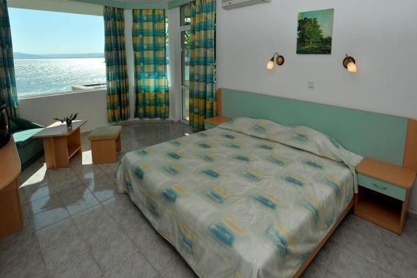 Oasis_hotel_room3