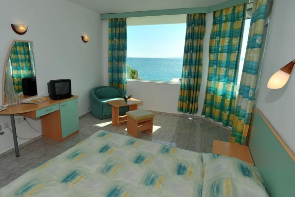 Oasis_hotel_room4
