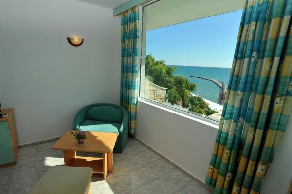 Oasis_hotel_room5