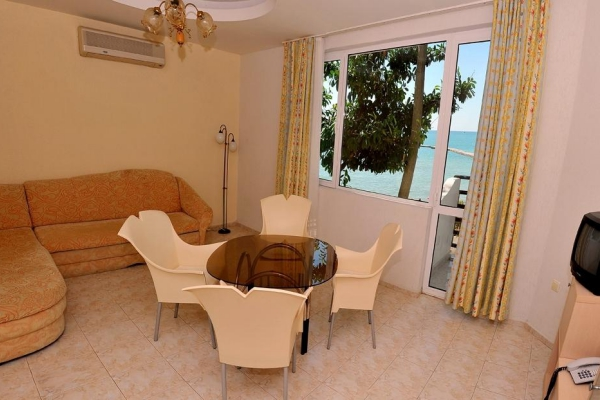 Oasis_hotel_room6