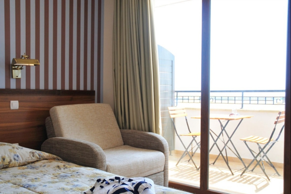 Selena_hotel_room
