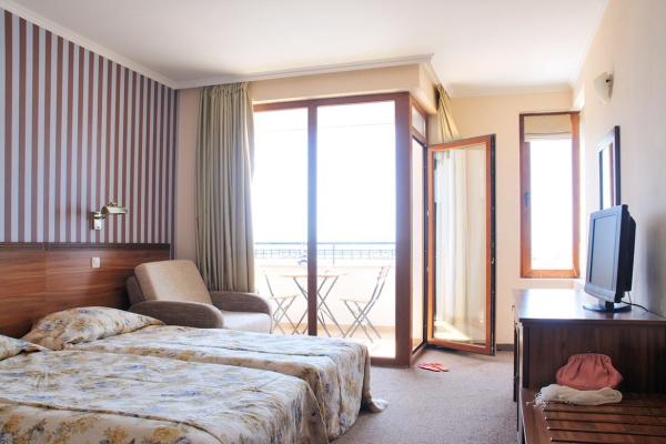 Selena_hotel_room1