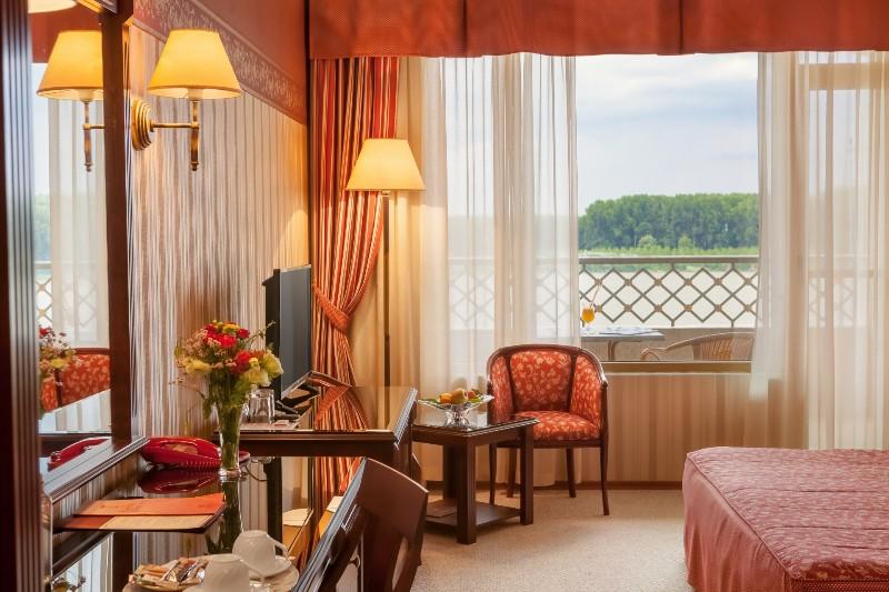 Deluxe-room-Druster-Hotel-3