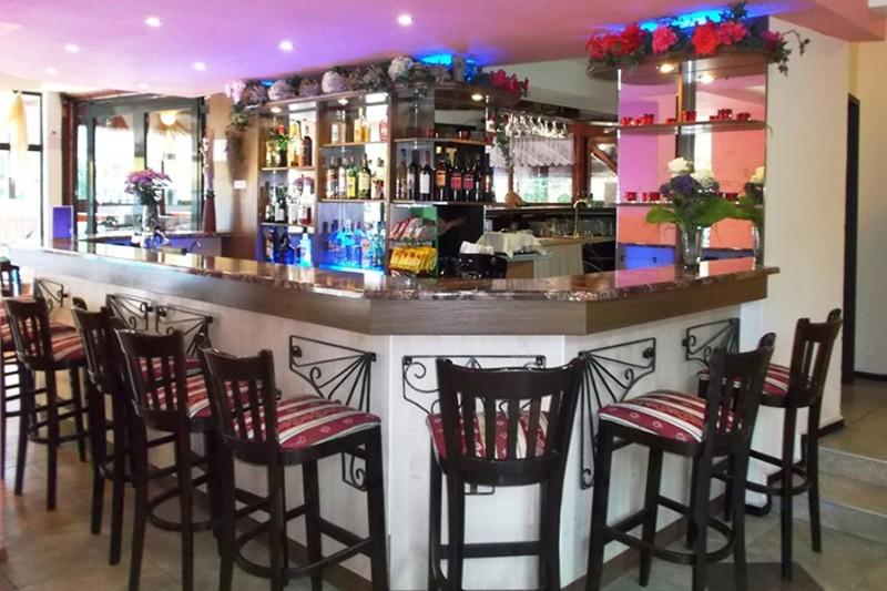 Tintyava-Park-Hotel_Lobby-Bar