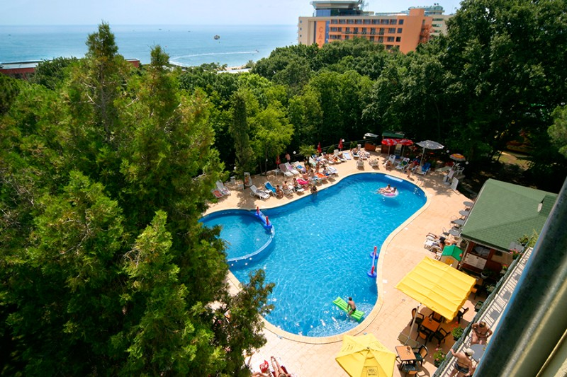 Tintyava-Park-Hotel_Swimming-Pool