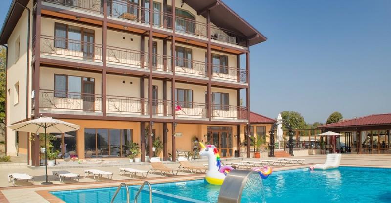Ovech-Hotel_Tsonevo-Lake_Hotel