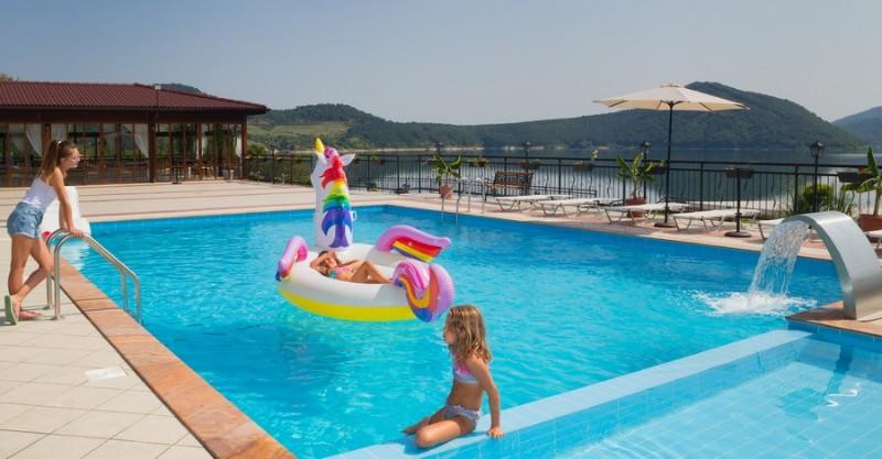 Ovech-Hotel_Tsonevo-Lake_Swimming-pool-1