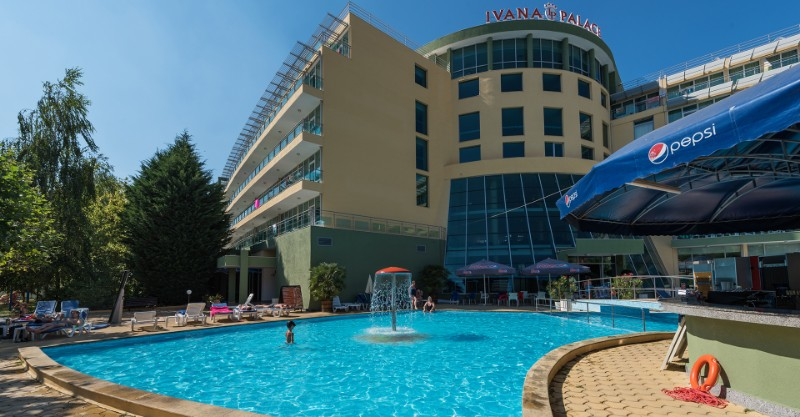 Ivana-Palace_Sunny-Beach_Swimming-pool-3