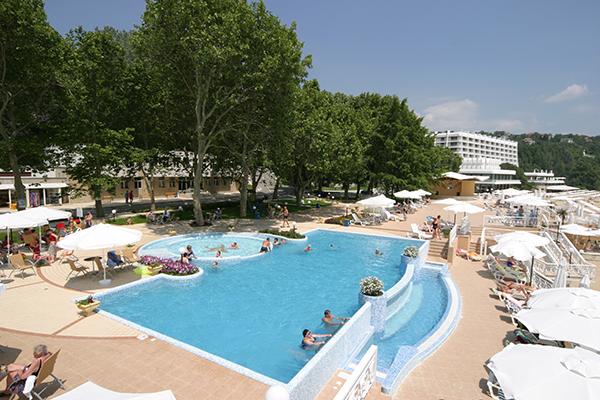 Sunny-Day-Resort-1