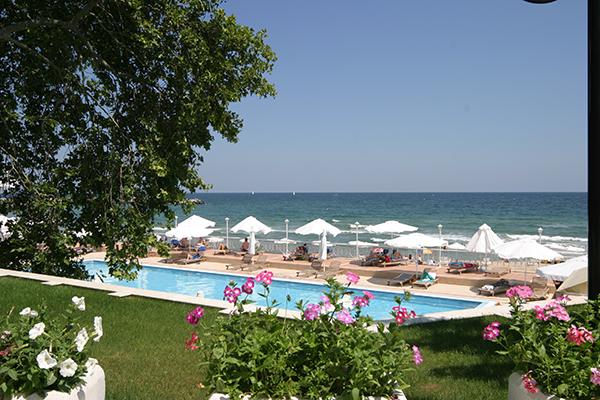 Sunny-Day-Resort-2