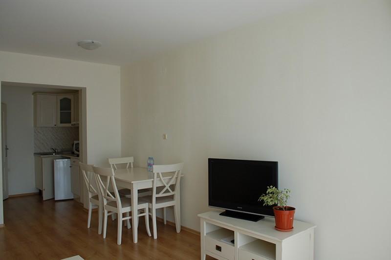 Apartment-2-bedrooms_Flores-Park-1
